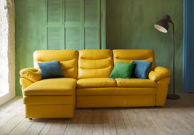 Кожаный диван в Калининграде.